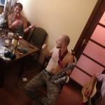 Jamsession mittags in Jalta mit Simon, Oleg, Laurel und süßem Portwein. Wir sind dann ziemlich spät losgekommen.