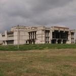 Ein 15 Jahre altes, nie fertiggestelltes Theater in Armiansk. Abgefahrener Lost Place, auf dessen Dach wir eine Nacht campierten